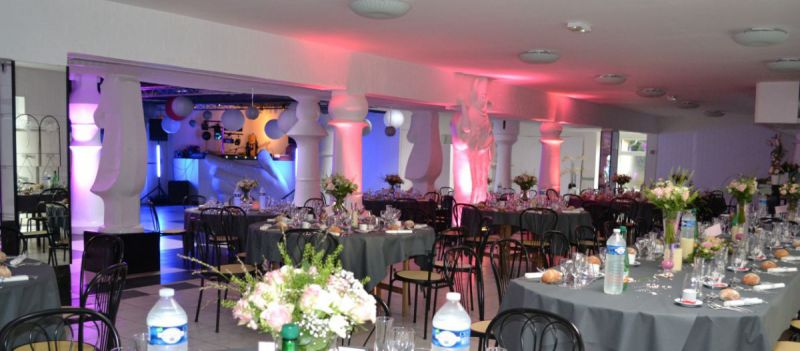 panorama de la salle Fleur de Lys avec lumières